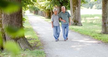 benessere-camminare-campagna-federanziani